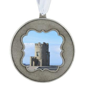 La torre de O'Brien en los acantilados de Moher Adorno De Navidad Festoneado De Peltre