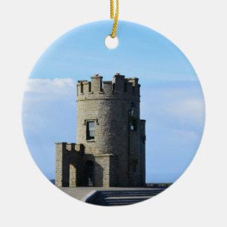 La torre de O'Brien en los acantilados de Moher Adorno Navideño Redondo De Cerámica