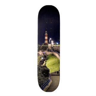 La torre de Smeaton por noche Skate Boards