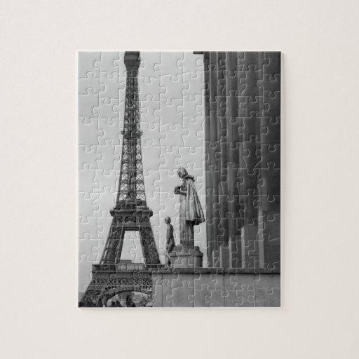 La torre Eiffel es un enrejado del siglo XIX del Rompecabezas Con Fotos