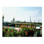 La torre Eiffel, gabarras, París, Francia florece Postal