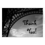 La torre Eiffel le agradece las tarjetas
