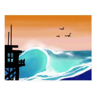 La torre y la resaca de la playa tarjeta postal