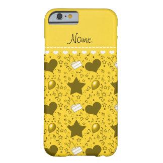 La torta de cumpleaños amarilla conocida hincha funda de iPhone 6 barely there