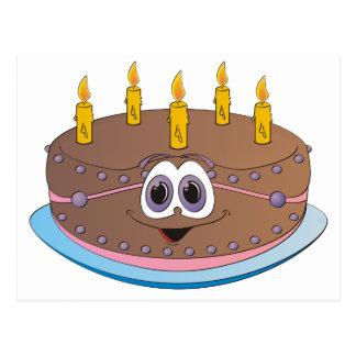 La torta de cumpleaños con oro mira al trasluz el tarjeta postal
