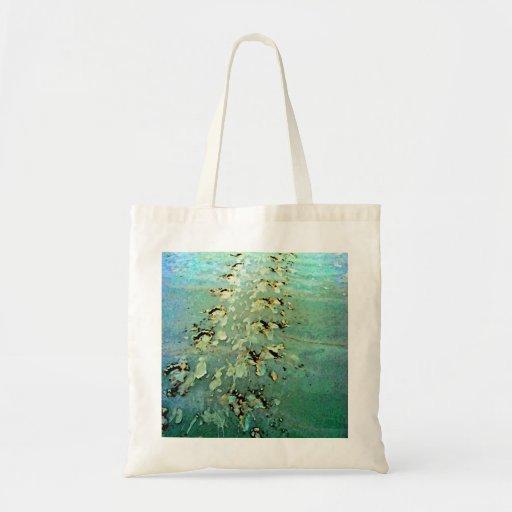 La tortuga de mar sigue el bolso bolsas