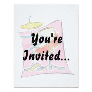La trampa HiHat pega imagen de fondo rosada Invitación 10,8 X 13,9 Cm