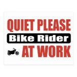 La tranquilidad bike por favor al jinete en el tra tarjetas postales
