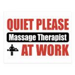 La tranquilidad da masajes por favor al terapeuta postal