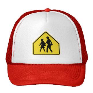La travesía de escuela, trafica la señal de gorra