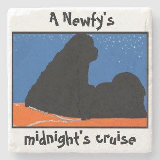 La travesía de medianoche de los ~Newfy del Posavasos De Piedra