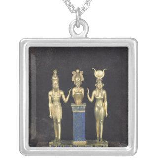 La tríada de Osorkon II, reinado de Osorkon II Colgante Cuadrado