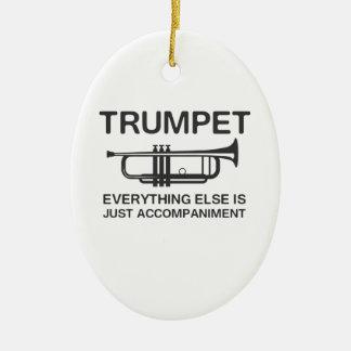 La trompeta… todo es apenas un acompañamiento adorno navideño ovalado de cerámica