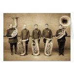 La tuba captura a la banda de metales de la tarjeta de felicitación