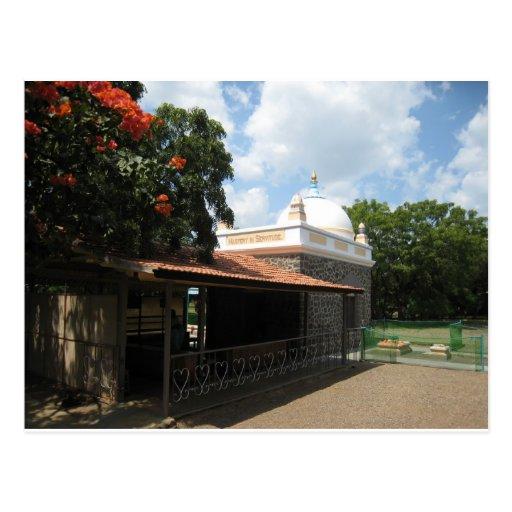 La tumba del bizcocho borracho de Meher Postal