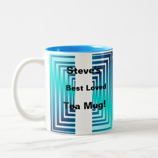 La turquesa azul intrépida ajusta la taza de café