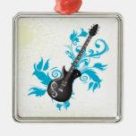La turquesa de la guitarra eléctrica sale del ornamento de navidad