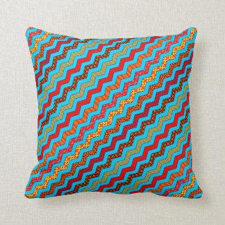 La turquesa raya color de los diseños geométricos cojín