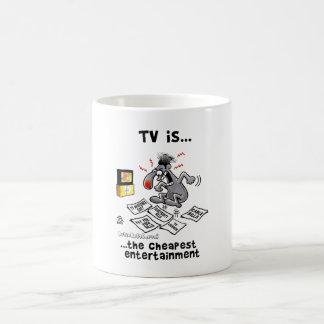 La TV es… El entretenimiento más barato Taza Básica Blanca
