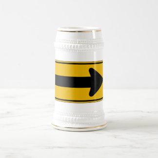 La una derecha de la flecha de la dirección, jarra de cerveza