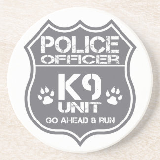La unidad del oficial de policía K9 va a Posavasos Diseño