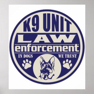 La unidad K9 en perros confiamos en el azul Posters