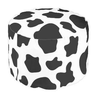 La vaca blanco y negro linda mancha el taburete