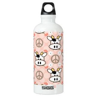 La vaca BPA del amor de la paz libera