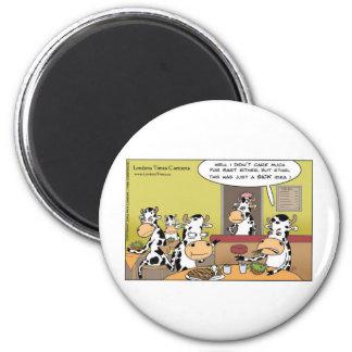 La vaca come las tazas y las tarjetas divertidas d imán redondo 5 cm