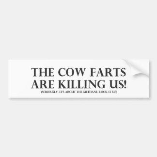La vaca Farts nos está matando Etiqueta De Parachoque