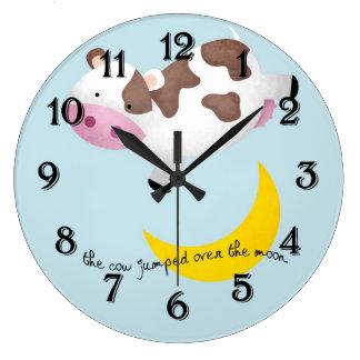 La vaca saltada sobre la luna reloj redondo grande