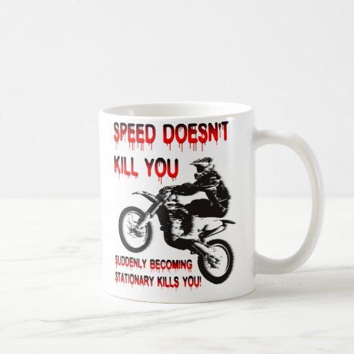 La velocidad no le mata motocrós de la bici de la taza