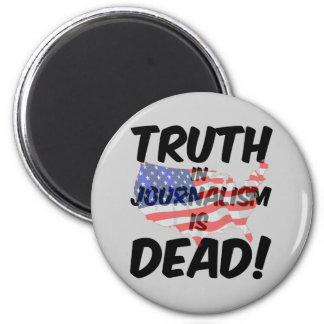 la verdad en periodismo es muerta imán redondo 5 cm