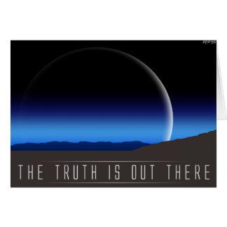 La verdad está hacia fuera allí tarjeta de felicitación