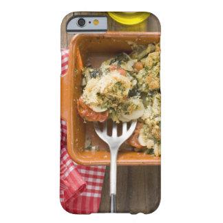 La verdura cuece con las patatas, tomates, puerros funda para iPhone 6 barely there