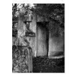 La vertiente en el cementerio en blanco y negro tarjetas postales