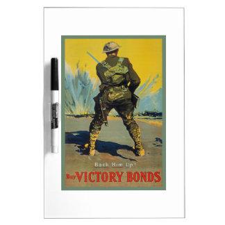 La victoria lo enlaza detrás encima de la tablero blanco
