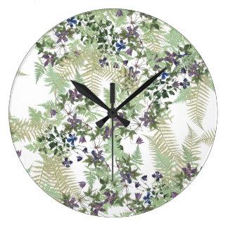 La vid del Clematis de los helechos florece el Reloj Redondo Grande