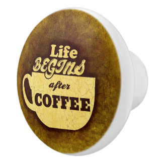 La vida comienza después de café pomo de cerámica