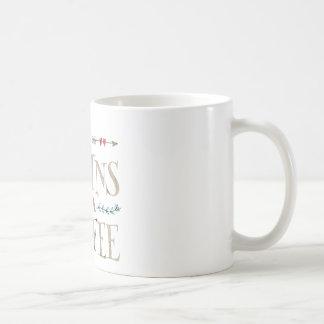 La vida comienza después de café taza básica blanca