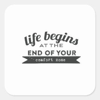 La vida comienza el extremo su zona de comodidad pegatina cuadrada