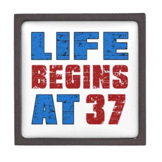 La vida comienza en 37 cajas de regalo de calidad
