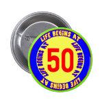 La vida comienza en el 50.o botón del cumpleaños pins
