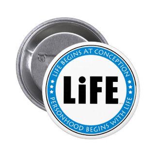 La vida comienza en el concepto pin redondo 5 cm