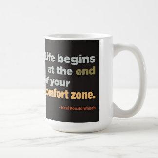 La vida comienza en el final de su zona de taza básica blanca