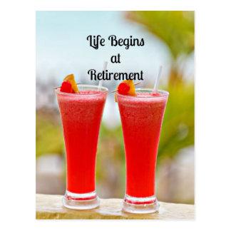 La vida comienza en el retiro - bebidas tropicales postal