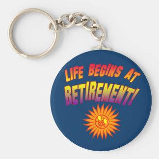 ¡La vida comienza en el retiro! Llaveros
