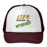La vida comienza en los regalos y las camisetas de gorras