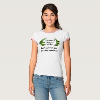 La vida de la camiseta no tiene ninguna manos sino remera