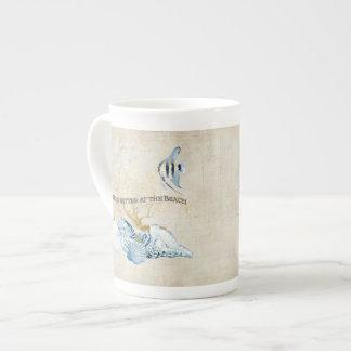 La vida del océano del añil es mejor en las tazas de porcelana